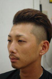 ツーブロックの男性の画像