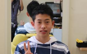中学生ツーブロック男子の写真