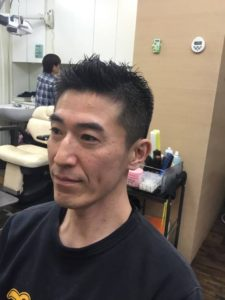 40代刈り上げソフトモヒカンの男性