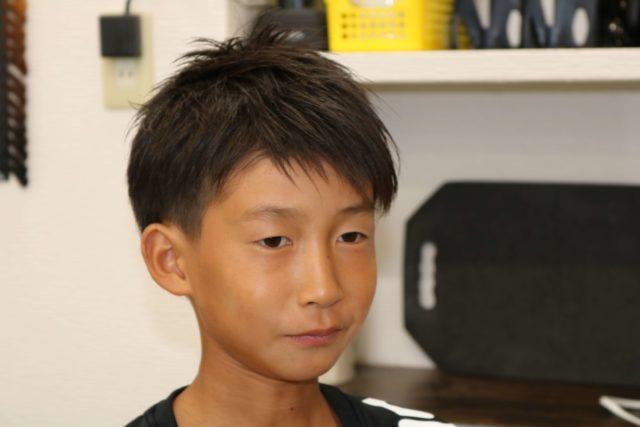 小学生ツーブロックの正面スタイル写真