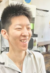 男性のソフトモヒカンの写真