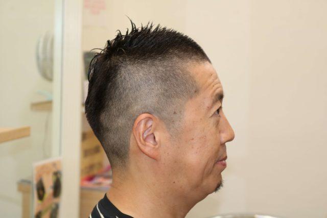 40代男性の1ミリ刈り上げソフトモヒカンスタイル右サイドのの画像
