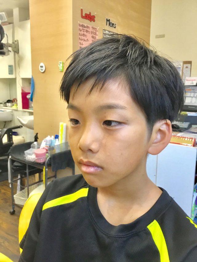 直毛のツーブロック小学生の画像