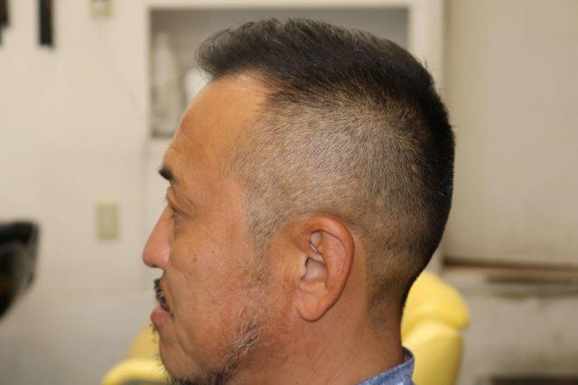 40代男性ソフトモヒカンの左サイドから見たスタイル写真画像