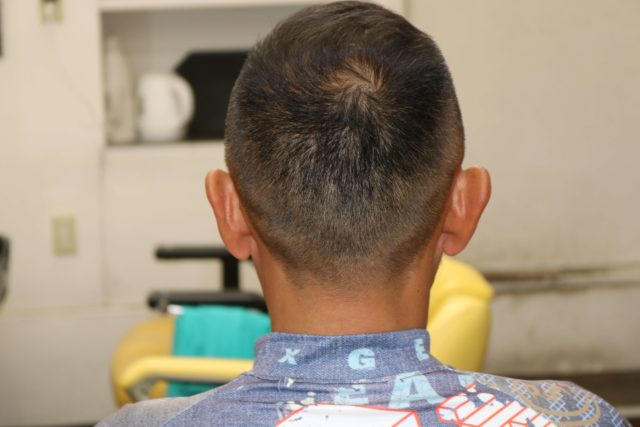 40代男性ソフトモヒカンの後ろから見たスタイル写真画像