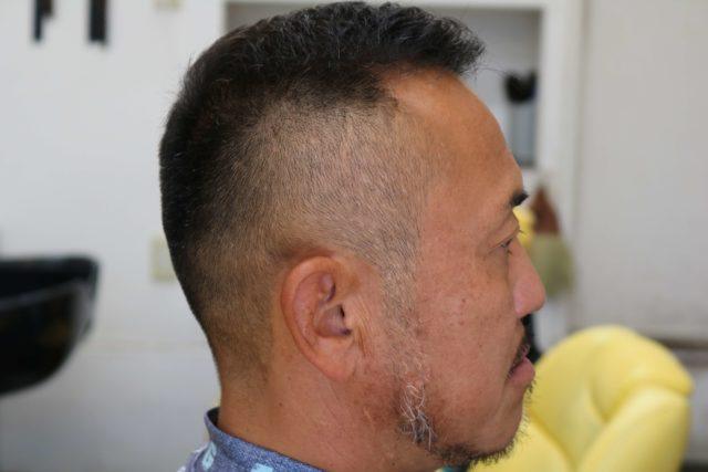 40代男性ソフトモヒカンの右サイドから見たスタイル写真画像