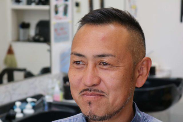 40代男性ソフトモヒカンの前から見たスタイル写真画像