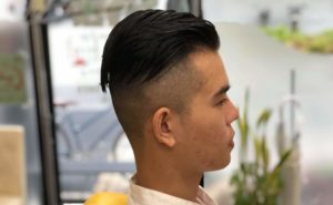 男性震災刈りツーブロックのスタイル写真
